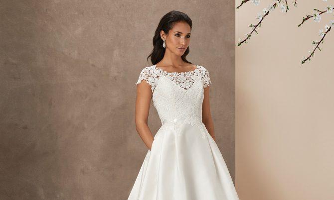 En Fleaur luxury wedding gown by Caroline Castigliano