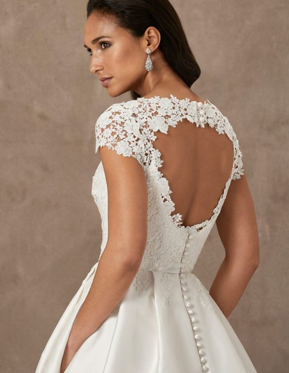 En Fleur luxury wedding gown by Caroline Castigliano